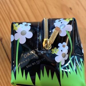 Daisy Marc Jacobs Toiletry bag! ❤️